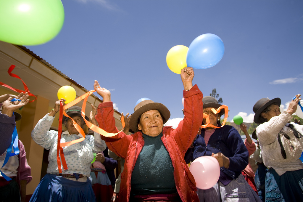 older_people_celebrate_peru
